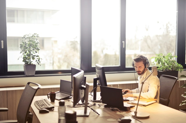 How does a business answering services work